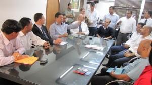 Presidente e vereadores prestigiam a visita de deputado estadual a Ferraz