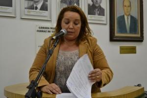Matagal invade praça pública no Conjunto Residencial Presidente Castelo Branco