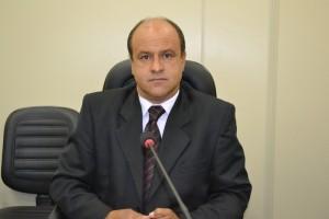Comissão decide convocar quatro médicos para depor nesta semana