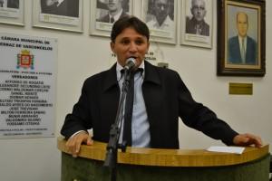 Fabinho pede pressa na implantação de bilhete único no município