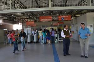 Vereador Silas (esq) e o chefe de Estações da CPTM Ulisses da Silva (1º dir) na Gianetti