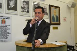Vereador Claudio Ramos solicita a limpeza do Córrego Itaim no Jardim Ferrazense