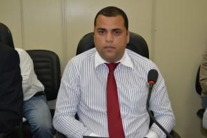 Vereador Quequê propõe o recapeamento em Ruas na Vila Cristina