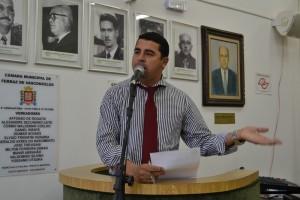 Vereador Willians do Gás critica demora na contratação de OSS e a falta de médicos