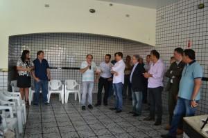Presidente do CMDCA, Val (fundo) durante lançamento de campanha ao Fumcad