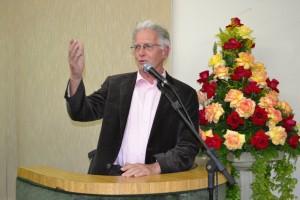 Paulo Padre recebe moção de aplauso por 30 anos de dedicação a Ferraz