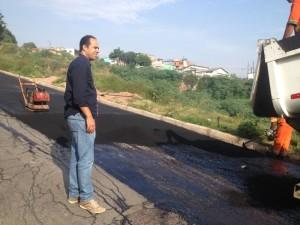 Aurélio Alegrete acompanha operação tapa-buraco no Parque São Francisco
