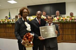 Tonho é agraciado com placa de honra ao mérito em Poá