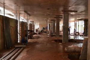 Pilastras sendo reforçadas para suportar piso superior da nova sede