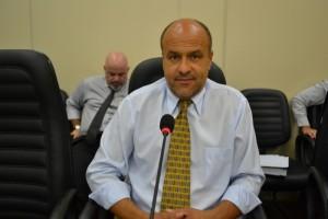 Após quase 4 anos, Roberto de Souza oficializa a saída do PMDB