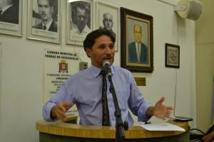 Vereador Fabinho (PMDB) cobra exemplo da Prefeitura no combate a dengue