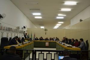 Vereadores derrubam veto a correção salarial de prefeito, vice  e secretários