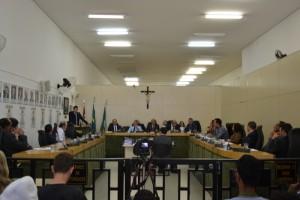 Vereadores rejeitam parecer da Comissão Processante