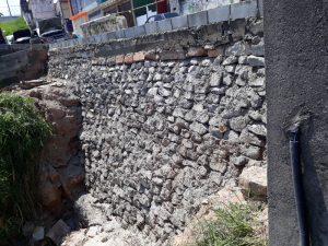 Muro de arrimo evita a erosão de rua no Jardim Castelo