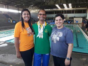 Câmara homenageia professora de nadador especial