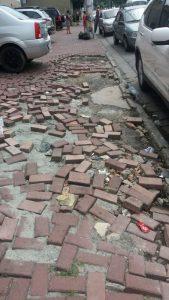 Eliel Fox critica empreiteira por buracos em calçadas