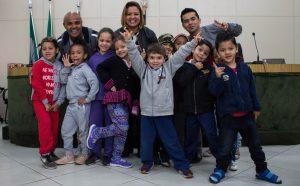 Renatinho recebe conselheiros mirins de escola municipal