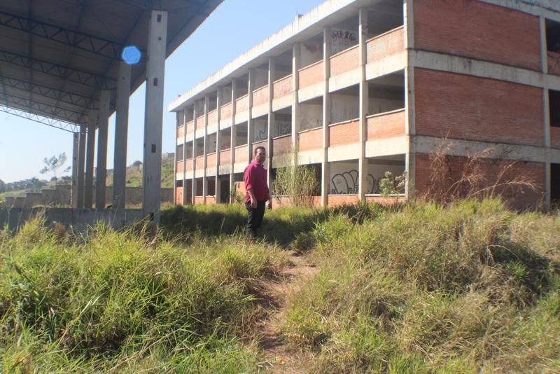 Petista realiza mapeamento de obras inacabadas na cidade