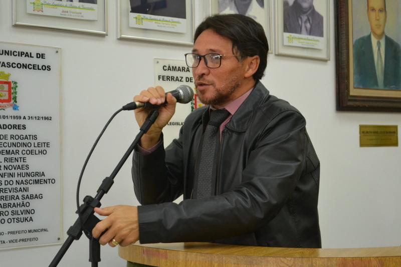 Fabinho vai à Brasília em busca de recursos para centro de fisioterapia na Vila Santa Margarida