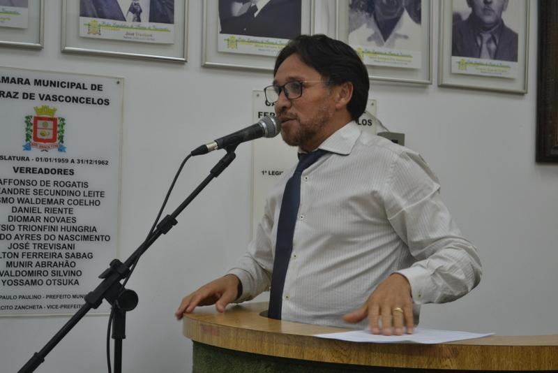 Fabinho homenageia escrivães por quase 30 anos de serviços prestados a sociedade ferrazense