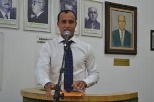 Mineiro concede moção de aplauso a professora da rede estadual