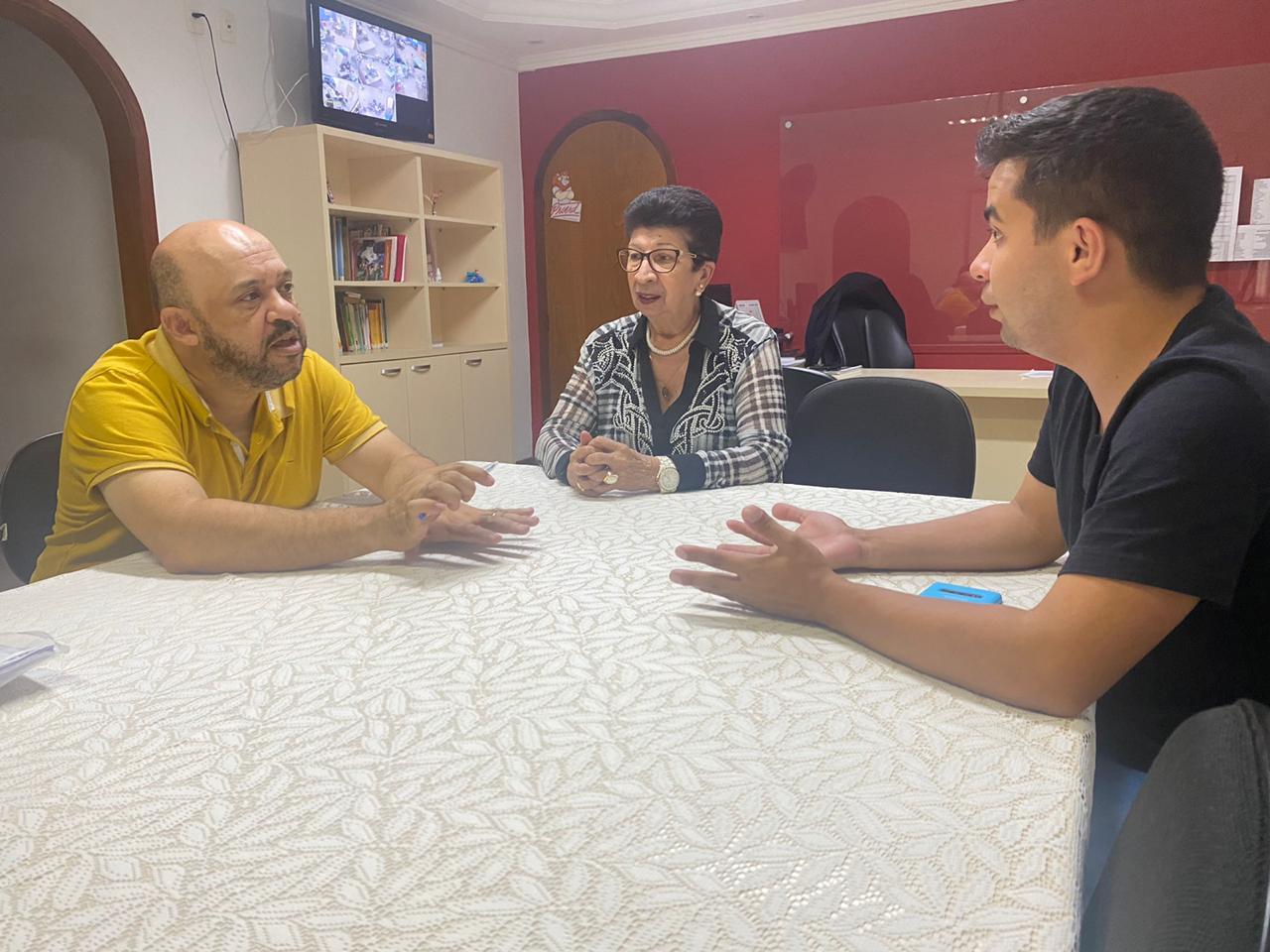 Renatinho fiscaliza escolas municipais antes do início das aulas