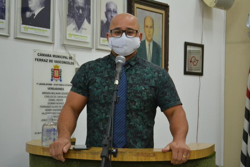 Eliel Fox acusa agentes da Vigilância Sanitária de imporem o terror contra igrejas evangélicas