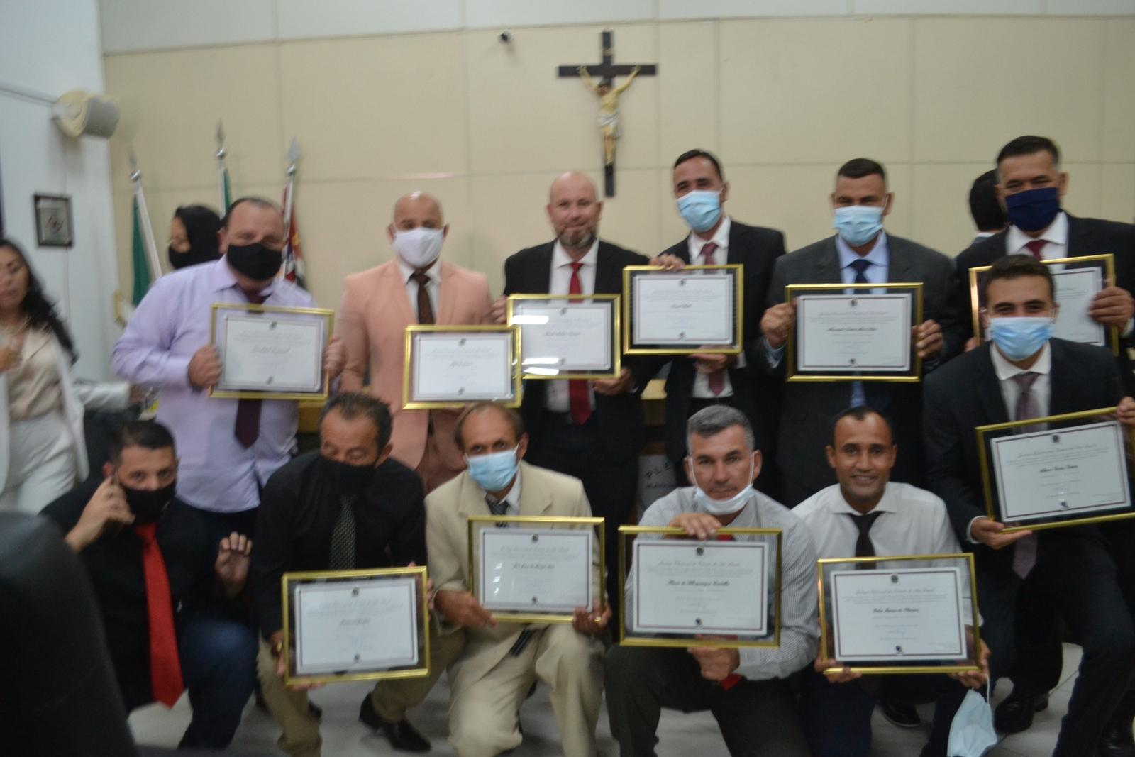Prefeita, vice-prefeito e vereadores recebem diploma da justiça eleitoral na Câmara Municipal