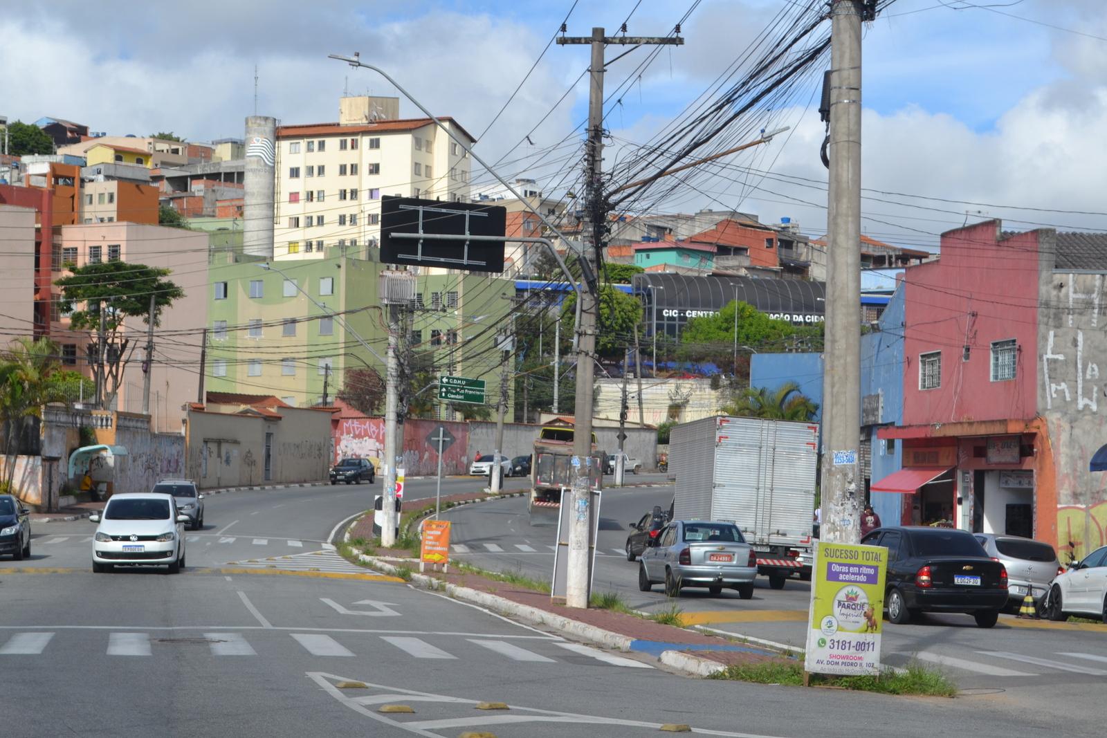 Eliel Fox questiona Prefeitura se há intenção de construir pista de caminhada no Dourado