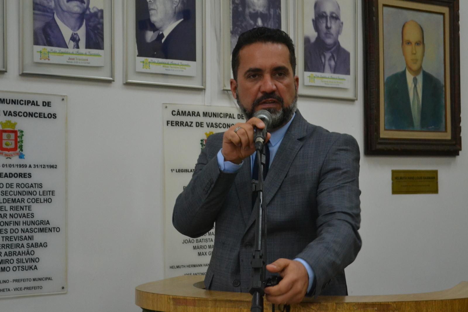 Vereador petista critica presença de pacientes internados nos corredores do Hospital Regional