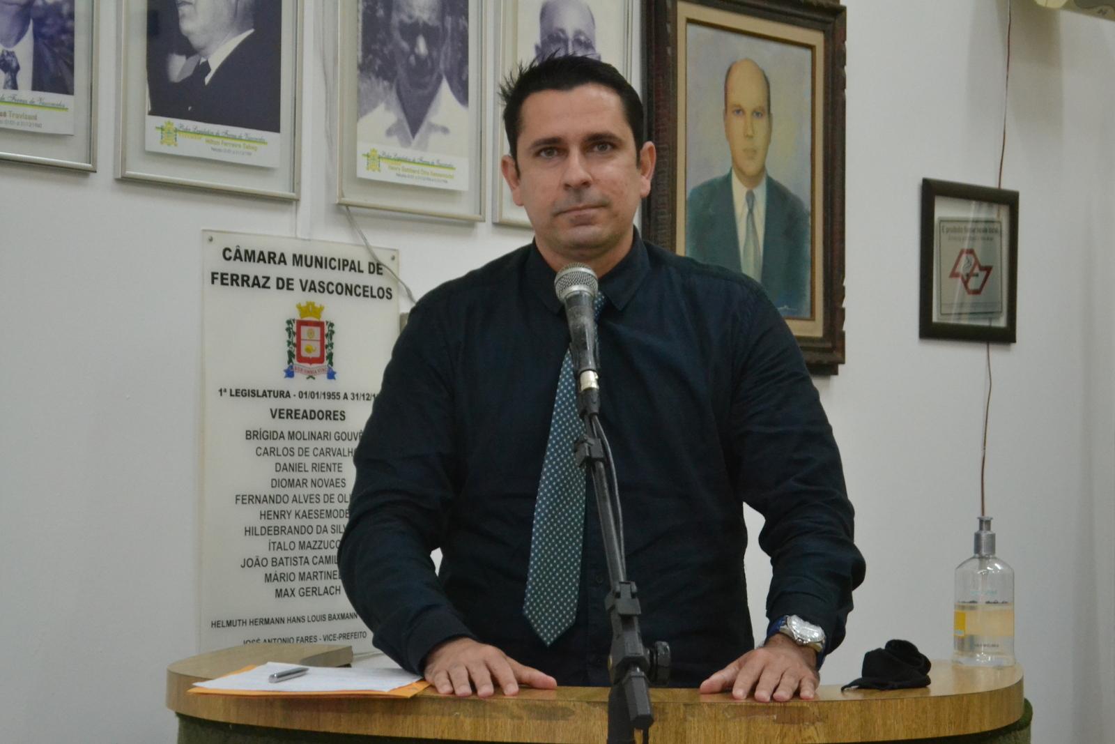 Vereador comemora a aprovação de moção de repúdio a ex-conselheiro santista