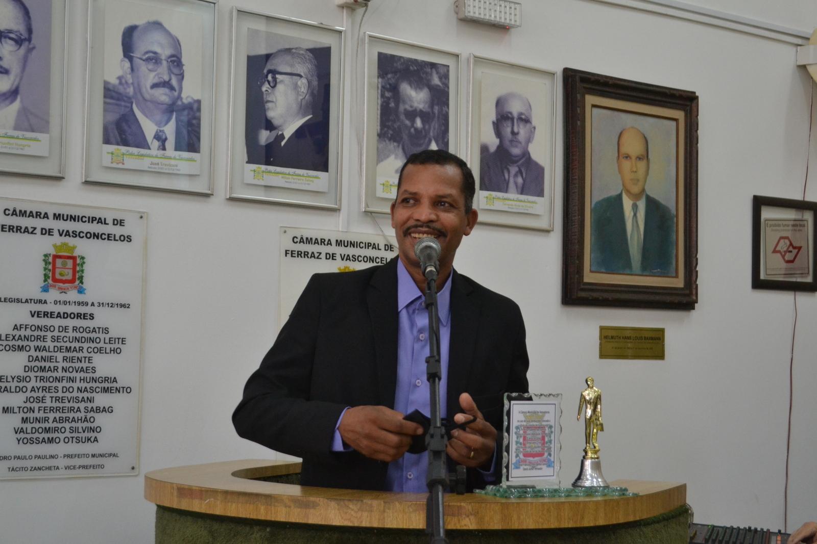 Câmara Municipal concede o título de cidadão ao pastor Aílton da Igreja O Brasil para Cristo