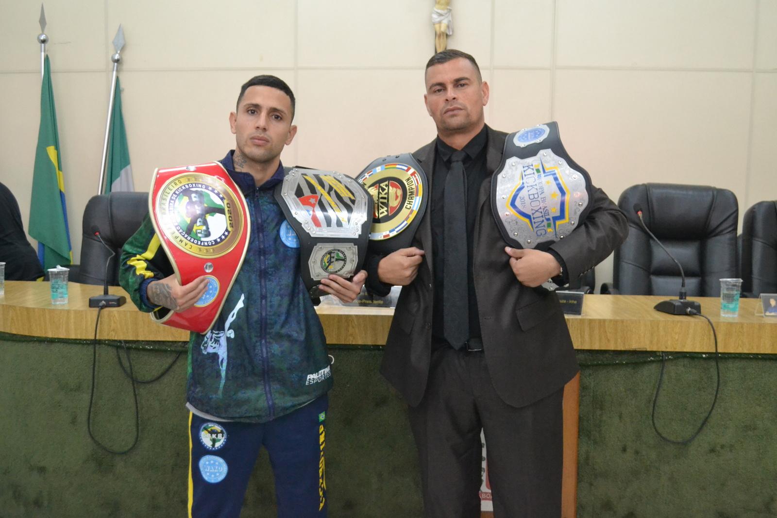 Câmara homenageia lutador de kickboxing que disputará campeonato mundial na Itália