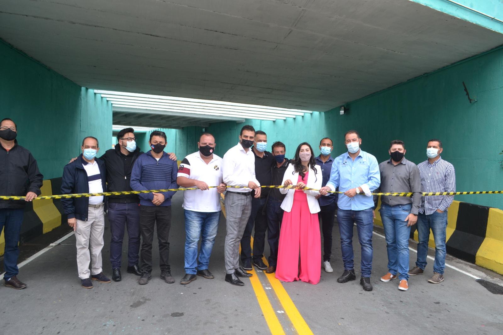 Vereadores prestigiam a inauguração de revitalização do Pontilhão no Jardim Tinoco