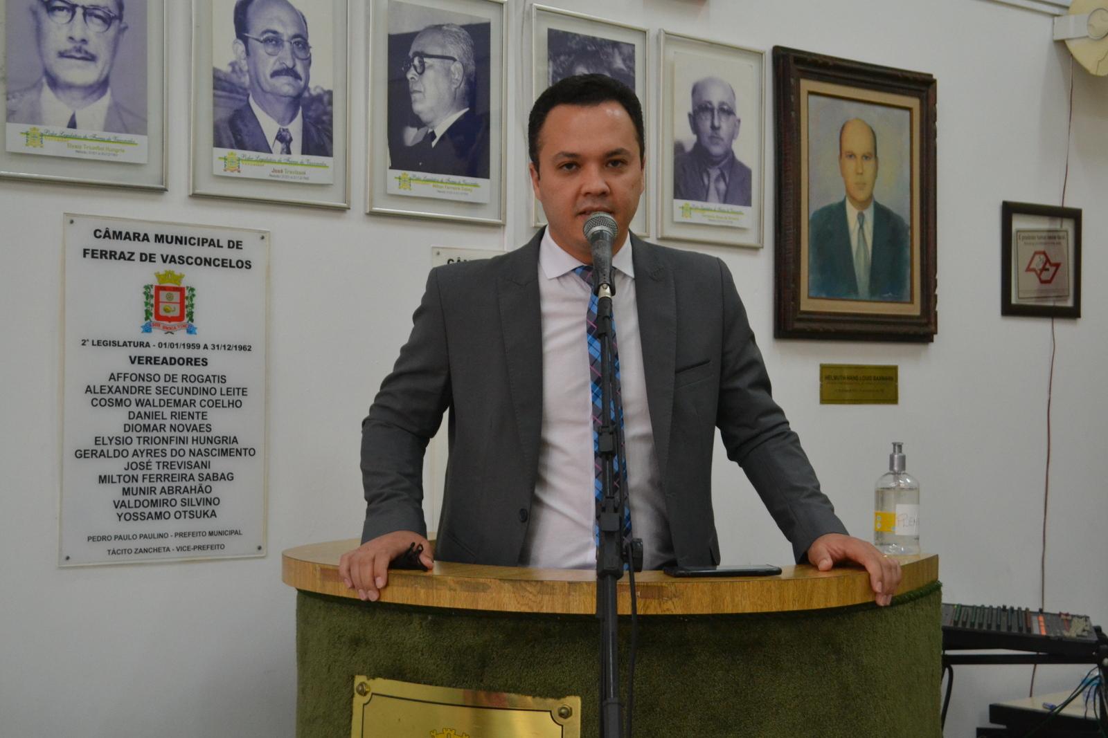 Vereador David Júnior recomenda a construção de lombada no bairro do Jardim São João