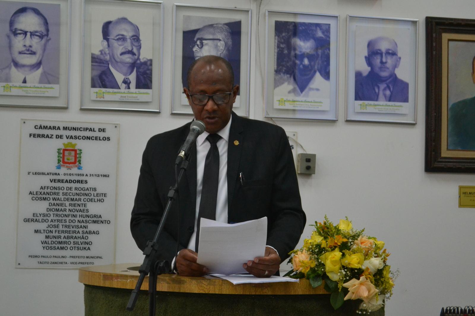 Vereador Tonho recebe felicitações por propor concessão de tributo a magistrado local
